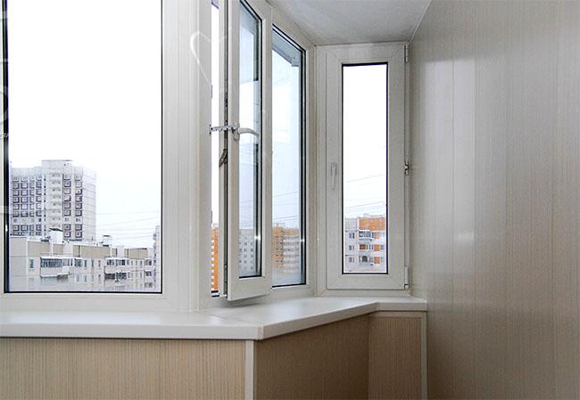 Пластиковое остекление балконов и лоджий пвх окнами в красно.